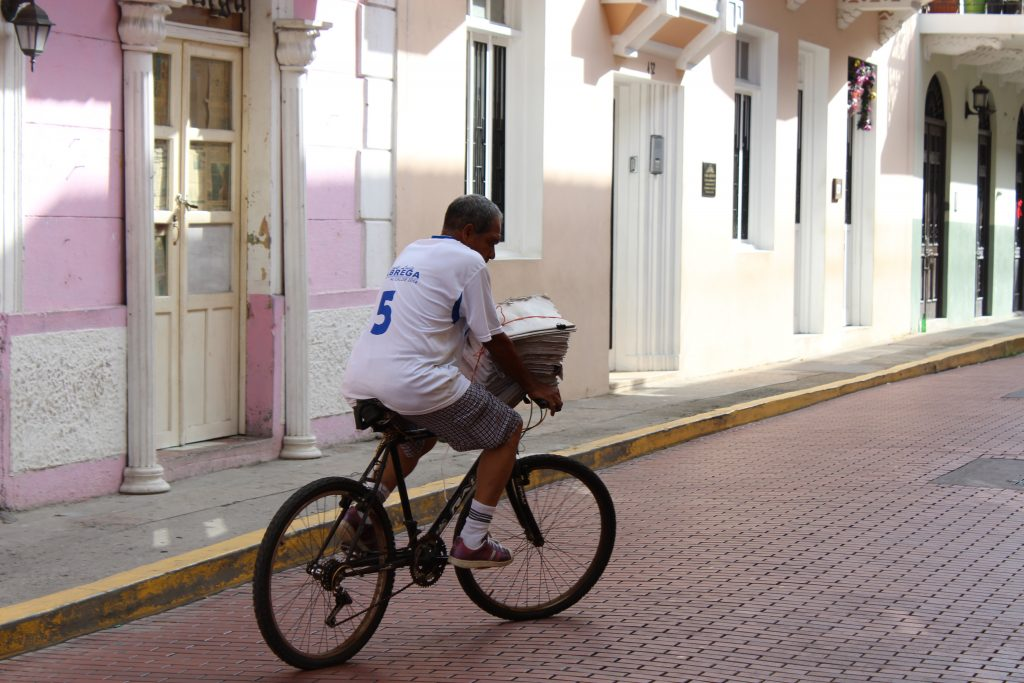 Early paper delivery in Casco Viejo.